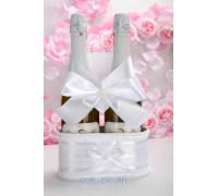 Украшение на свадебное шампанское в белом