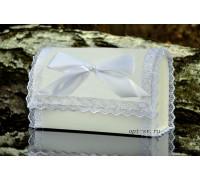 Свадебный сундучок с кружевом белого цвета
